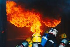 Ejercicio de formación de los bomberos fotos de archivo libres de regalías