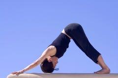 Ejercicio de la Hatha-Yoga de la mañana Imagenes de archivo
