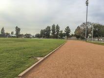 Ejercicio de la High School secundaria de Edgewood y campo de deporte Imagen de archivo libre de regalías