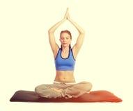 Ejercicio de la mujer de la yoga imágenes de archivo libres de regalías