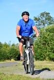 Ejercicio de Male Cyclist Smiling del atleta foto de archivo