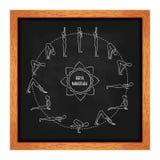 Ejercicio del ciclo en yoga Saludo de Sun en la pizarra Esquema de la silueta Textura de la tiza ½ del ¿de Vectorï Foto de archivo