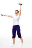 Ejercicio feliz de la mujer joven con pesas de gimnasia Imágenes de archivo libres de regalías