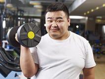 Ejercicio gordo del hombre fotografía de archivo libre de regalías