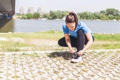 Ejercicio listo deportivo de la mujer joven de la aptitud Fotografía de archivo