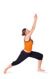 Ejercicio practicante de la yoga de la actitud 1 del guerrero de la mujer Imagen de archivo libre de regalías