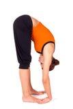 Ejercicio practicante de la yoga de la actitud del gorila de la mujer Imágenes de archivo libres de regalías