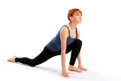 Ejercicio practicante de la yoga de la mujer imagen de archivo libre de regalías