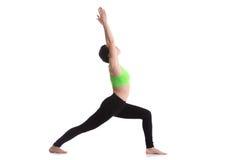 Ejercicio profundo de la estocada, asana Virabhadrasana I de la yoga Imagen de archivo