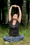 Ejercicio recreacional de la yoga fotografía de archivo