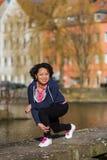 Ejercicio urbano del deporte de la mujer imagen de archivo