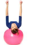 Ejercicios con pesas de gimnasia en una bola gimnástica Imagenes de archivo