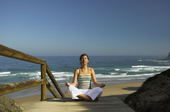 Ejercicios de la yoga imagen de archivo libre de regalías