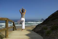 Ejercicios de la yoga imagen de archivo