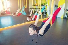 Ejercicios de la yoga del aire de la mosca Imagen de archivo