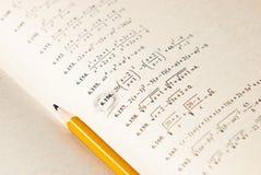 Ejercicios de las matemáticas en el libro Fotos de archivo libres de regalías