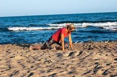 Ejercicios en la playa imagen de archivo libre de regalías