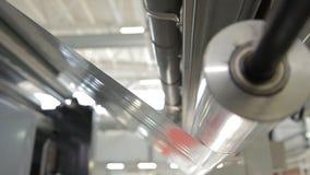 Ejes de rotación en una fábrica almacen de video