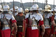 Ejército romano que marcha Imagen de archivo libre de regalías