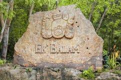 Ek Balam玛雅废墟的入口标志。尤加坦 免版税库存图片