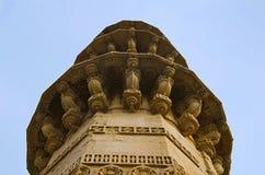 Ek Minar Ki Masjid清真寺外面看法,建立由在高柱基的巴哈杜尔Shah 1526-36公元有一座唯一尖塔 Champaner,顾 图库摄影