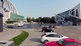 Ekaterimburgo, Rusia - junio de 2018: Vista superior del aparcamiento cerca del centro de negocios existencias Vista aérea de coc metrajes