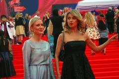 Ekaterina Gordon (l) en Ekaterina Arkharova (r) bij de Filmfestival van Moskou Royalty-vrije Stock Fotografie