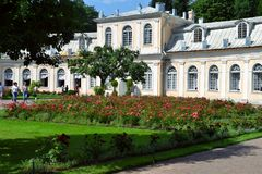 Ekaterinburg大厦的宫殿在Petergof 库存照片