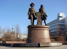 EKATERINBURG,俄罗斯- 2012年2月27日:纪念碑Tatishchev和de Gennin照片  免版税图库摄影