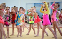 EKATERINBURG - 13. APRIL: Lehrprobe am Jugend-Gymnastik-Wettbewerb Lizenzfreie Stockfotografie