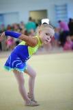 EKATERINBURG - 13. APRIL: Lehrprobe am Jugend-Gymnastik-Wettbewerb Stockfotografie