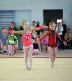 EKATERINBURG - 13. APRIL: Lehrprobe am Jugend-Gymnastik-Wettbewerb Lizenzfreies Stockfoto