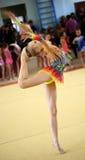 EKATERINBURG - 13 AVRIL : Démonstration à la concurrence de gymnastique rythmique de la jeunesse Photographie stock libre de droits