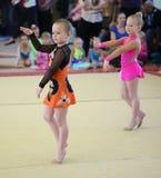 EKATERINBURG - 13 AVRIL : Leçon de démonstration à la concurrence de gymnastique rythmique de la jeunesse Photos stock