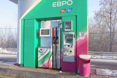 Ekaterinburg, Federación Rusa - 4 de febrero de 2018: Gasolinera automática Bashneft Imagenes de archivo