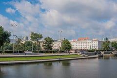Ekaterinburg, Rusia - 3 de julio de 2017: Calles de la ciudad en el centro Imágenes de archivo libres de regalías