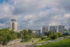 Ekaterinburg, Rusia - 3 de julio de 2017: Calles de la ciudad en el centro Foto de archivo libre de regalías