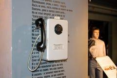 Ekaterinburg, Rusia - 24 de septiembre 2016: Teléfono público en el museo Vysotsky Fotos de archivo