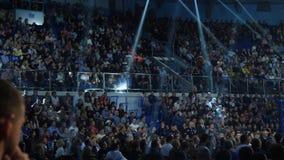 Ekaterinburg, Russia - 13 ottobre 2017: Atleti nel torneo misto della concorrenza di arti marziali di sport estremo dell'anello Fotografia Stock