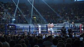 Ekaterinburg, Russia - 13 ottobre 2017: Atleti nel torneo misto della concorrenza di arti marziali di sport estremo dell'anello Fotografie Stock