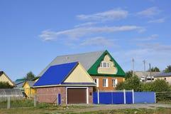 Ekaterinburg, Russie 1er septembre 2017 Maisons de banlieue Beau temps Photos libres de droits