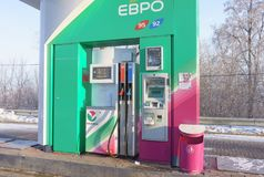 Ekaterinburg, Russische Federatie - 4 Februari, 2018: Automatisch benzinestation Bashneft Stock Afbeeldingen