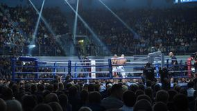 Ekaterinburg, Russland - 13. Oktober 2017: Athleten im Ring extremen Sport mischten Kampfkunstwettbewerbsturnier Stockfotos