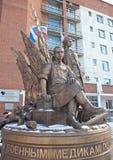EKATERINBURG, RUSSLAND - 21. OKTOBER 2015: Foto von Monumentmilitärmedizinern stockfotografie