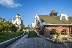 Ekaterinburg Via del teatro della camera del proletario che trascura il Tempio-su-sangue Fotografia Stock Libera da Diritti