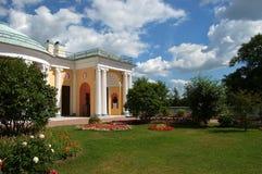 ekaterininskiy庭院宫殿落后 免版税库存照片