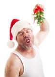 Ekelhafter horniger Kerl mit Weihnachtsmistelzweig lizenzfreie stockfotografie