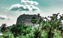 Ekiti-Hügel entlang Iyin-Straße im Aufheben Ekiti Nigeria stockfotos