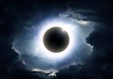 Eklipse in den Wolken lizenzfreie abbildung
