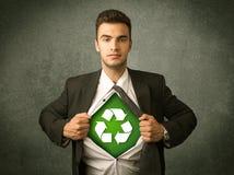 Ekologa biznesowy mężczyzna drzeje z koszula z przetwarza znaka zdjęcia stock